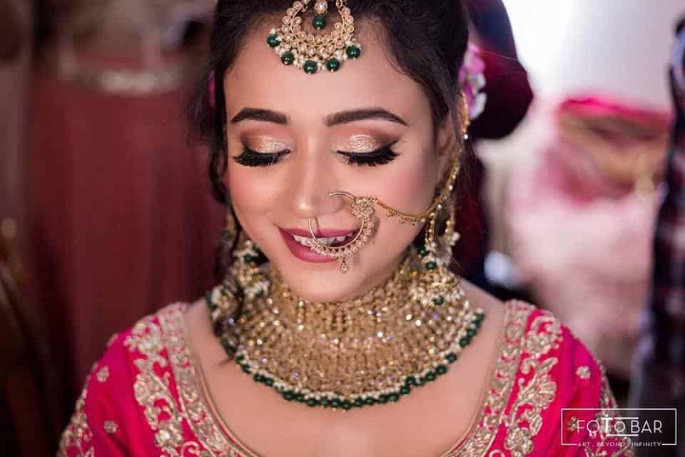 Mily Kalra - makeup artist