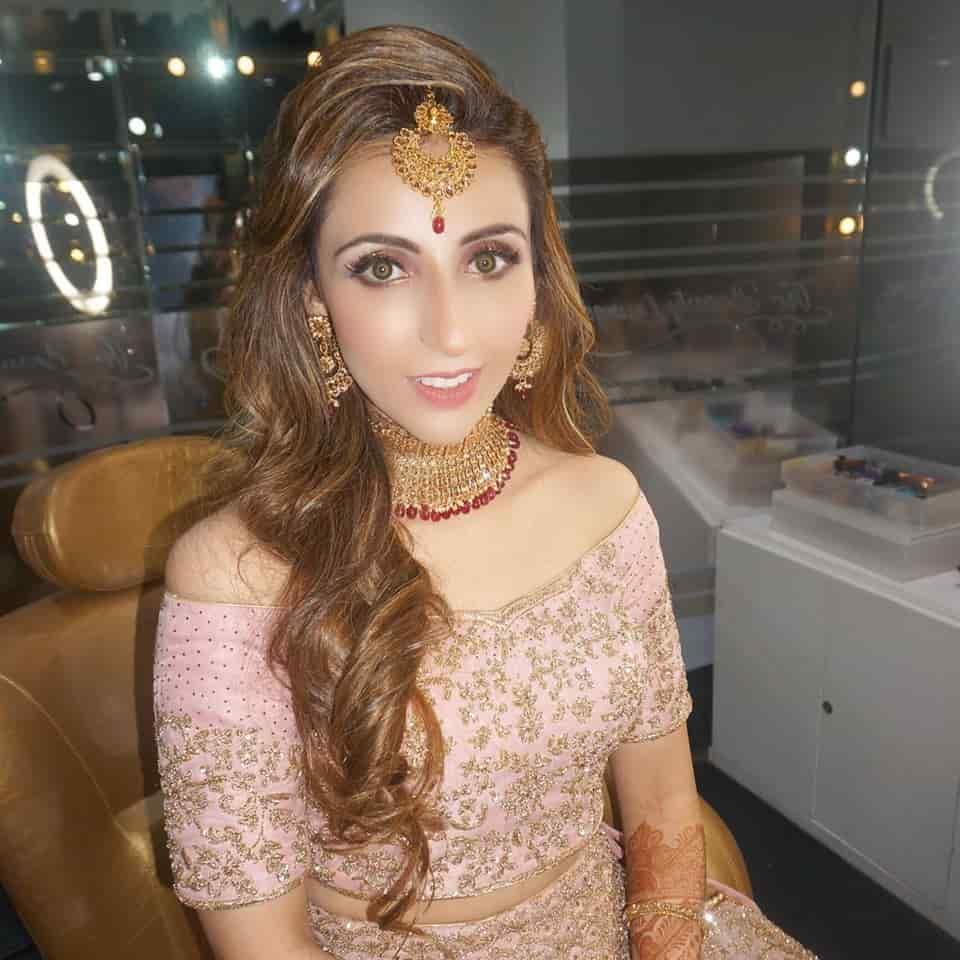 Misha Vig- makeup artist