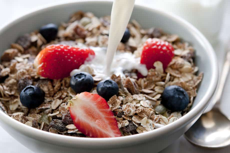 Oatmeal with Low-Fat Milk and Fruits